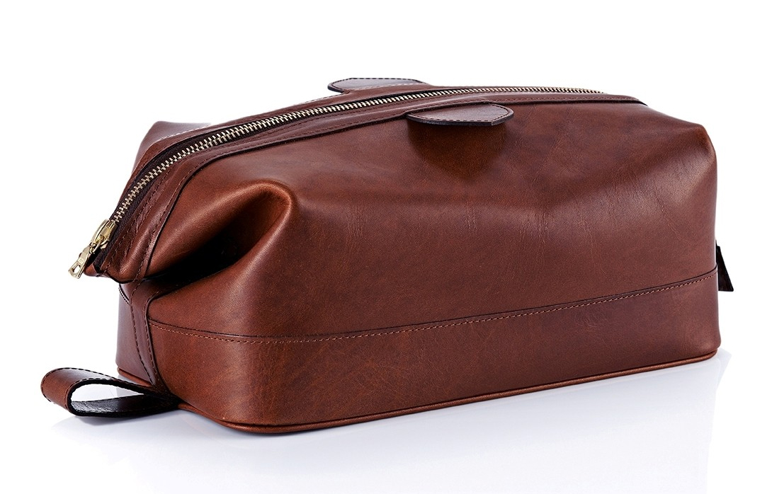 Daines and Hathaway Chestnut Wash Bag